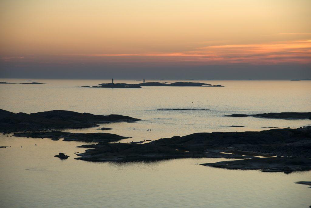 Kuva Itämerestä auringonlaskussa.